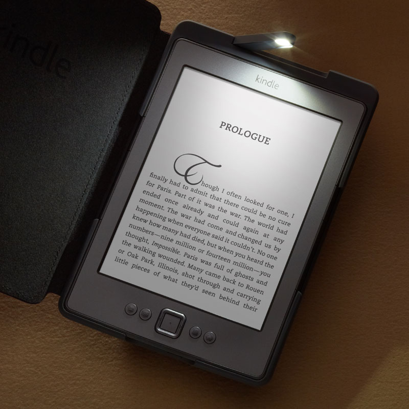 amazon-new-kindle-with-case-and-light-torch