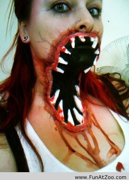Now-this-is-a-scary-Halloween-makeup